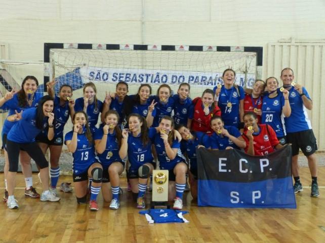 As meninas do E.C. Pinheiros venceram a competição cadete. Foto: Divulgação/ E.C. Pinheiros