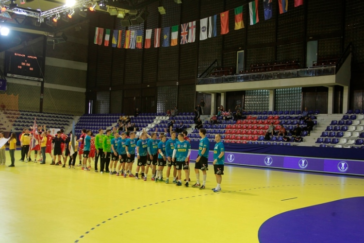 Ilhas Faroé levou o primeiro troféu da competição para países emergentes do handebol. Foto: Divulgação/IHF